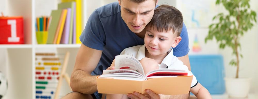 papa-maman-lire-une-histoire-enfant-feeling-studio-lille