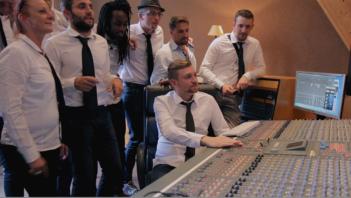 idée enterrement de vie de garçon activité originale enregistrer une chanson en studio avec clip vidéo à Lille Feeling Studio
